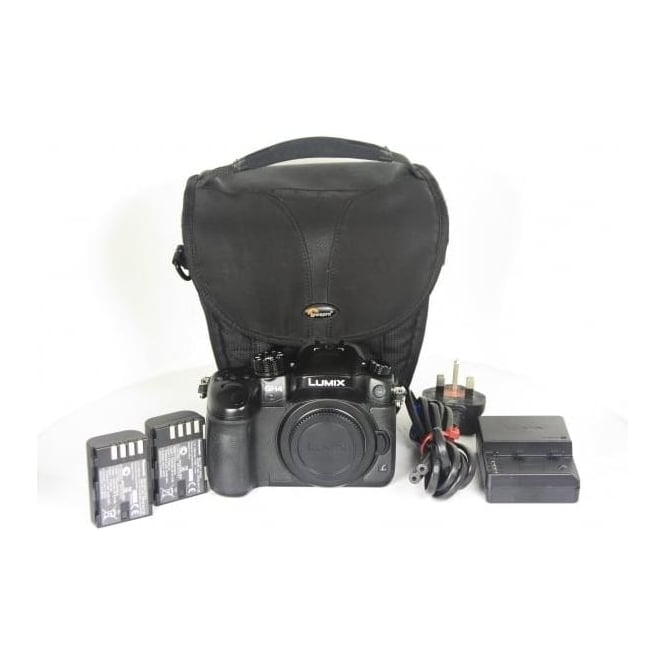 Panasonic LumixG GH4 With 2x Batteries, Charger and Bag, Used